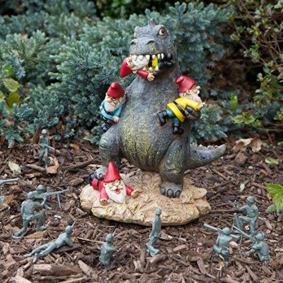 Godzilla'ya benzeyen bir bahçe süsü