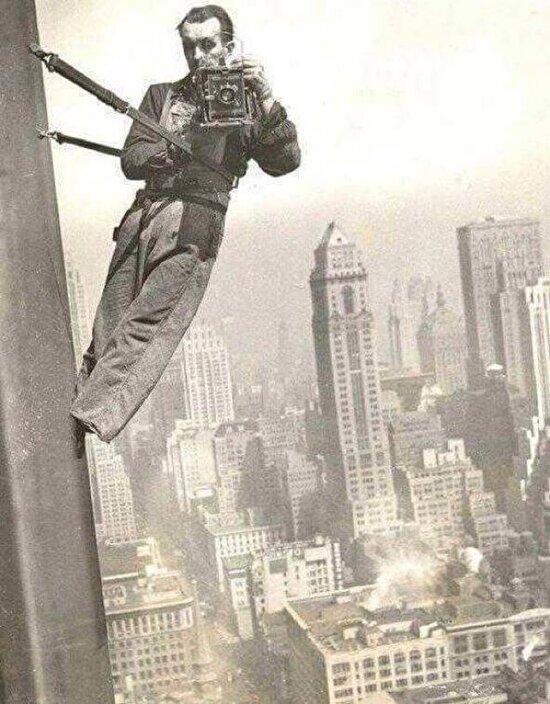 Empire State Binası'nın tepesinde, cam temizleyicisinin yansımadan çektiği selfie'si, 1939 yılı