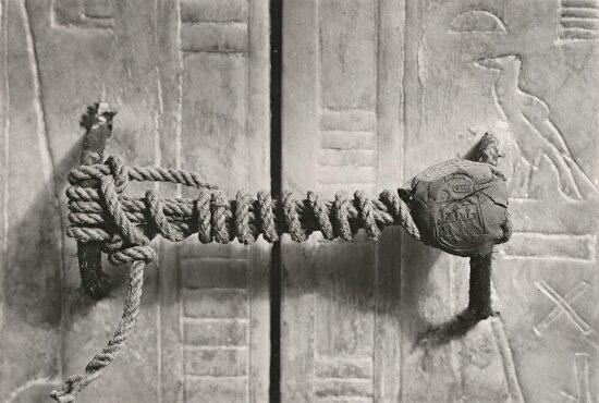 Tutankhamun'un mezarını kitli tutan, hiç dokunulmamış mühür, 1922 yılı