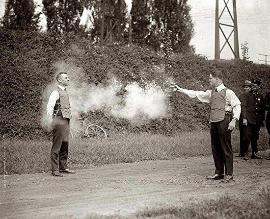 Can yelekleri test edilirken, 13 Ekim 1923