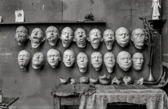 Yüzleri savaşta yaralanan askerler için Bayan Anna Coleman Ladd tarafından yapılan maskeler, 1918