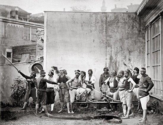 Gönüllü itfaiyeciler, İstanbul, 1870'ler