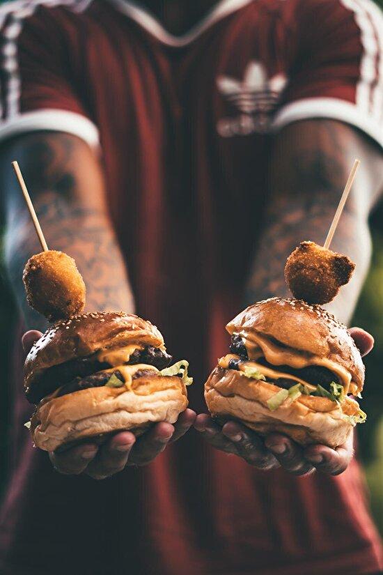 İki büyük hamburger ve tavuk topları