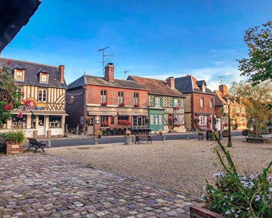Fransa'da şirin bir kasaba