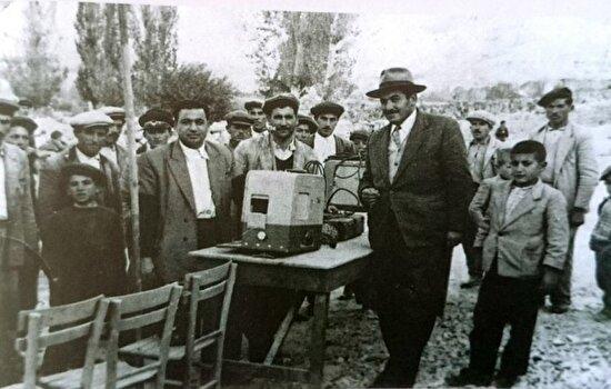 Nevşehir'de bir köy kahvesinde sinema gösterimi. 1935