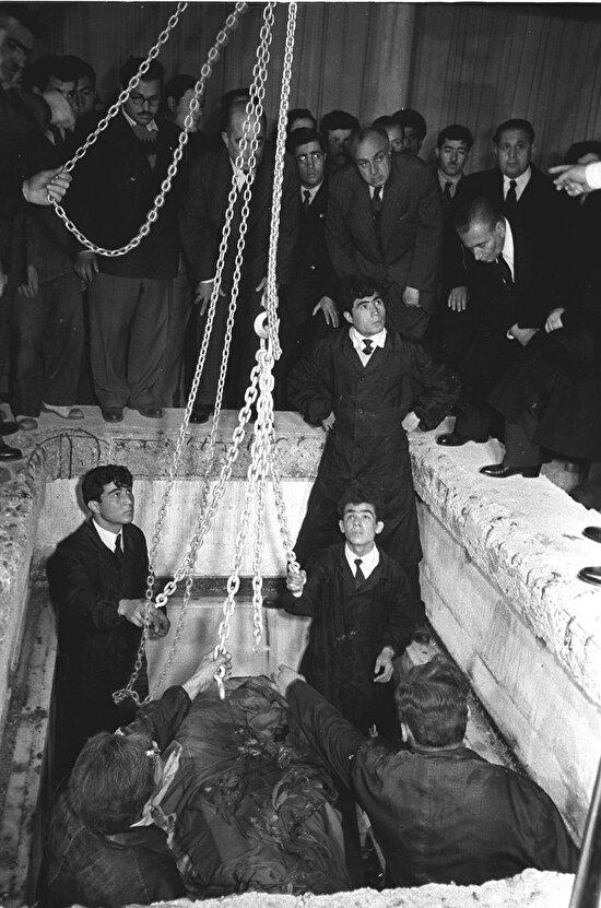 Atatürk'ün Naaşı, Etnografya Müzesi'nden çıkarılırken. 1953