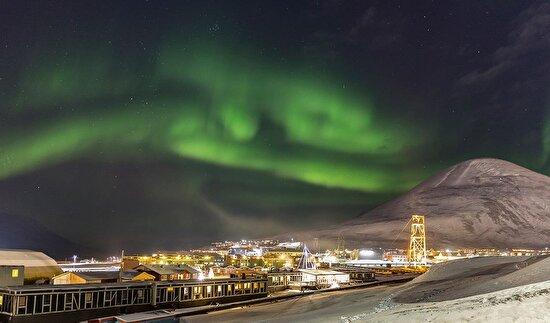 Kutup şehri Longyearbyen'de kuzey ışıkları
