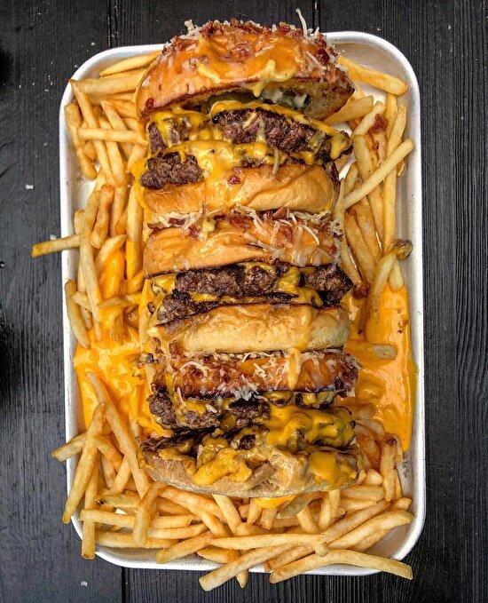 Çizburger ve peynirli patates kızartması