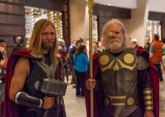 Thor ve Odin cosplay