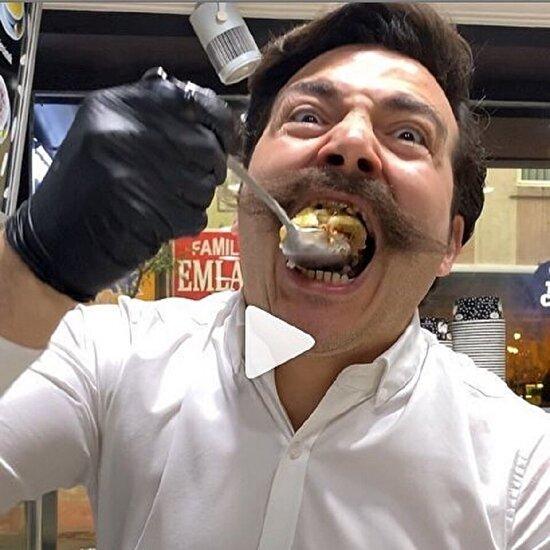Bu adamın ağzı beş ton basıyor
