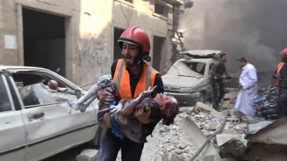 Suriye'de katliam: Esed pazar yerini bombaladı
