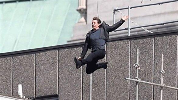 Tom Cruise duvara çakıldı!