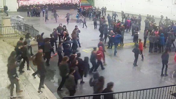 Deprem esnasında öğrenciler okuldan böyle çıktı