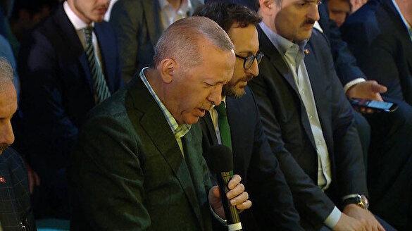 Cumhurbaşkanı Erdoğan Enderun Teravihinden sonra Kur'an okudu