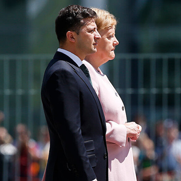 Merkel resmi törende