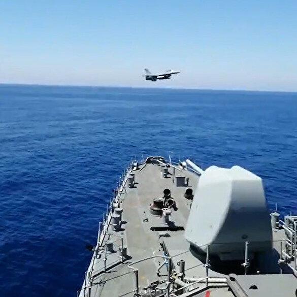Türk savaş uçaklarından 'Yavuz'a tarihi selam!