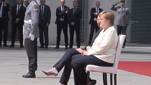 Merkel'in titreme nöbetine sandalyeli çözüm