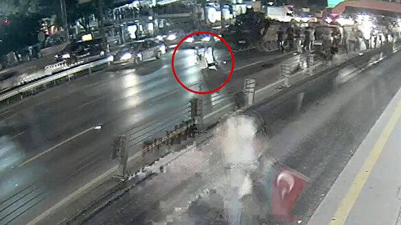 15 Temmuz gecesinin yeni görüntüleri: Sefaköy'de vatandaş tankın önüne yatıyor