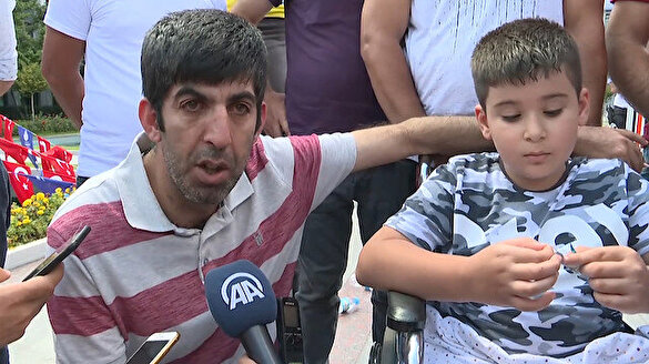 İBB'de işten çıkarılan Güven engelli oğluyla belediye önüne geldi
