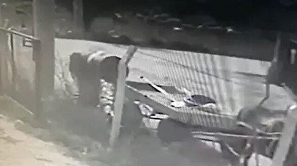 At arabasıyla hırsızlık güvenlik kamerasında