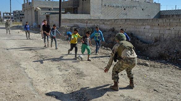 Rasulayn'da Mehmetçik ve çocuklar futbol oynadı