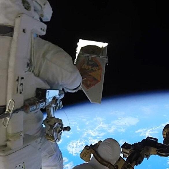 Astronot uzaya çöp atarken görüntülendi