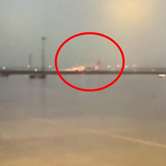 Yolcu uçağının pistten çıkış anı kameraya yansıdı