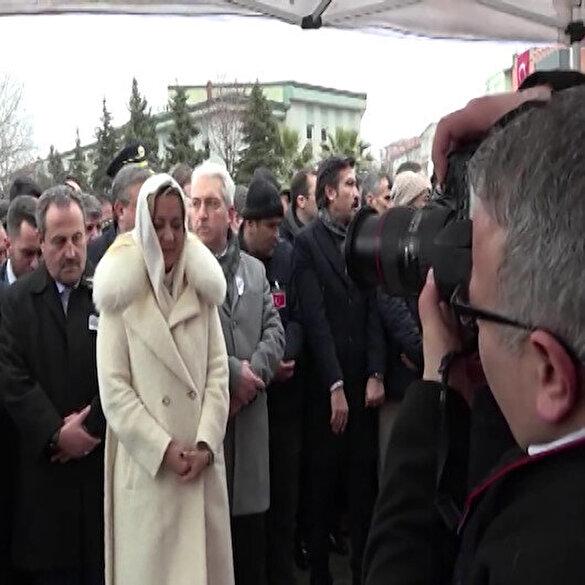 İYİ Partili Aylin Cesur şehit cenazesinde cemaatin önüne geçip poz verdi