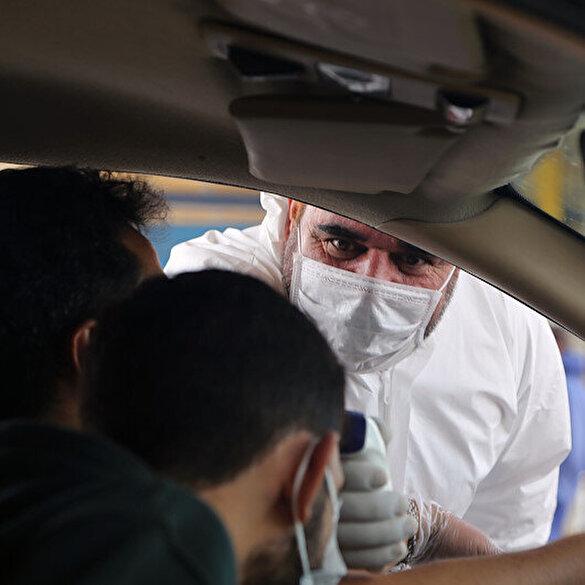 İran'da koronavirüs nedeniyle Kum'dan ayrılanlara ateş ölçümü yapılıyor