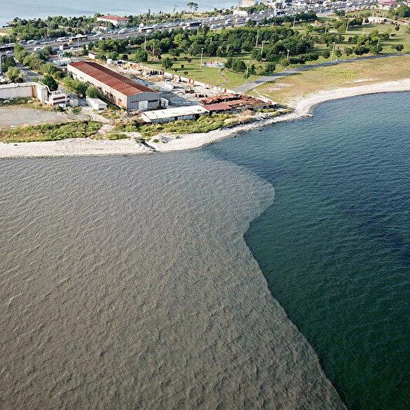 İSKİ'nin arıtma tesisinden denize bırakılan suyla denizin rengi değişti