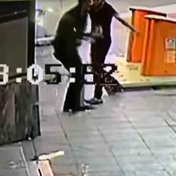 Sokak ortasında bıçaklı dehşet anları kamerada