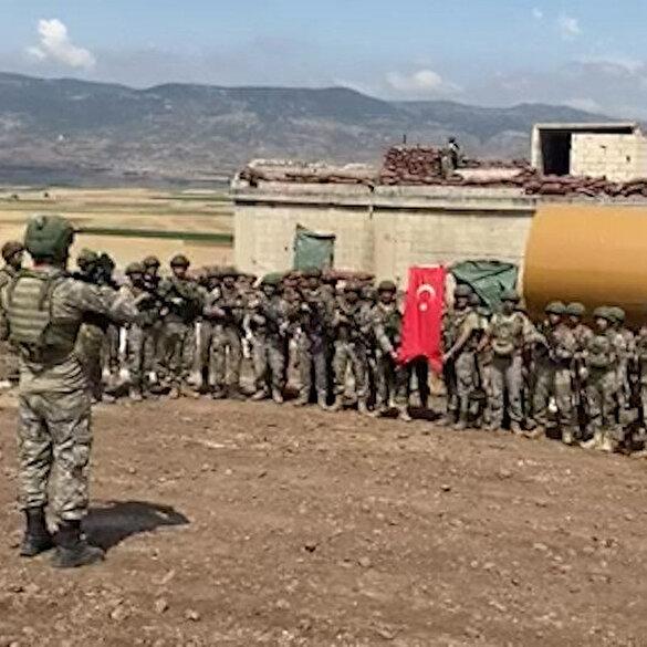 Suriye'de görevli askerler şehit babalarını unutmadı