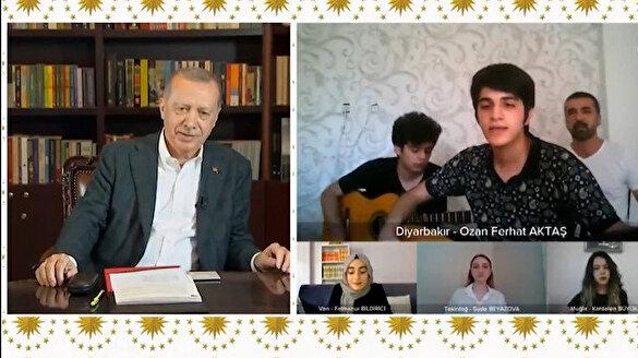 Cumhurbaşkanı Erdoğan Diyarbakırlı gençlerle 'Fincanın etrafı yeşil' türküsünü söyledi