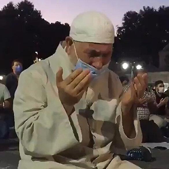 Ayasofya Camii önünde kılınan akşam namazında gözyaşları döküldü