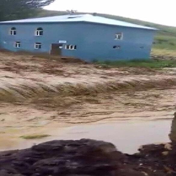 Bingöl'de sağanak sele dönüştü; çok sayıda evi su bastı