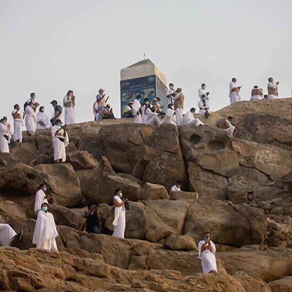 Kutsal topraklardaki hacı adayları Arafat'a çıktı