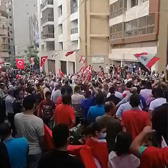 Lübnan'ın başkenti Beyrut'ta sokağa dökülen halk, Erdoğan sloganları attı