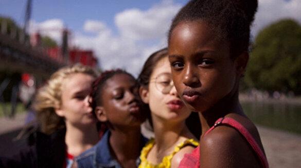 Netflix'ten alenen çocuk istismarı: Minnoşlar filminde oynayanlar 11 yaşında ama izleyenler +18