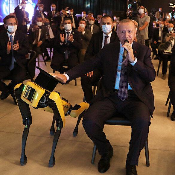 Cumhurbaşkanı Erdoğan açılışı robotla yaptı: Bay robotla görüştüm sinyali veriyorum