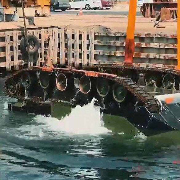 Zırhlı Amfibi Hücum Aracı 'ZAHA' denizde şov yaptı: Kendini düzeltme testini başarıyla geçti
