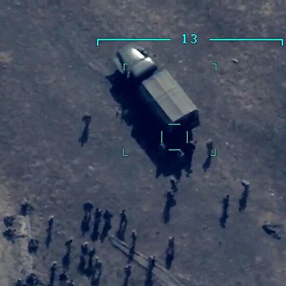 Azerbaycan ordusu Dağlık Karabağ'daki Ermeni askerlerini Bayraktar TB2 ile havaya uçurdu