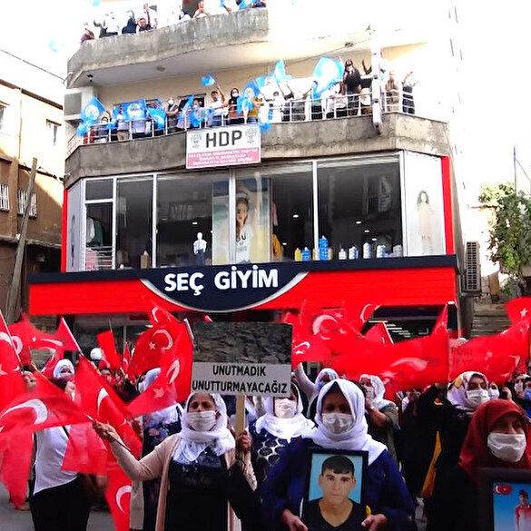 HDP/PKK'dan bir skandal daha: Şırnak'ta evlat nöbeti tutan annelerin eylemine engel olmaya çalıştılar