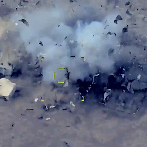 Azerbaycan ordusu Dağlık Karabağ'da Ermenistan karargah ve zırhlılarını darmadağın etti