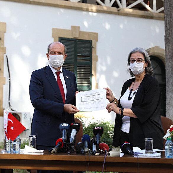 KKTC Cumhurbaşkanı Ersin Tatar'a mazbatası teslim edildi