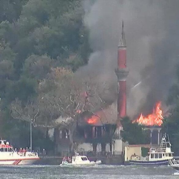 İstanbul Boğazı'ndaki tarihi Vaniköy Camii'nde yangın