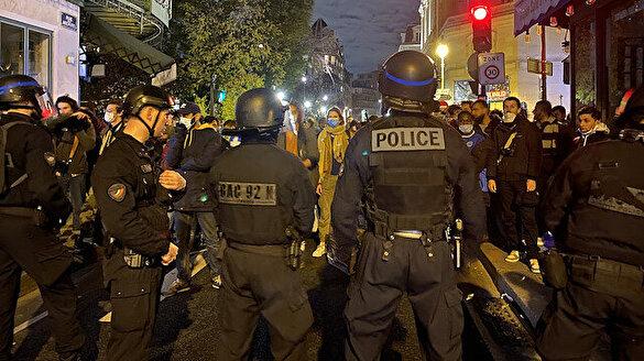 Fransız polisi sığınmacıları önce sokak sokak kovaladı sonra biber gazı ile müdahale etti