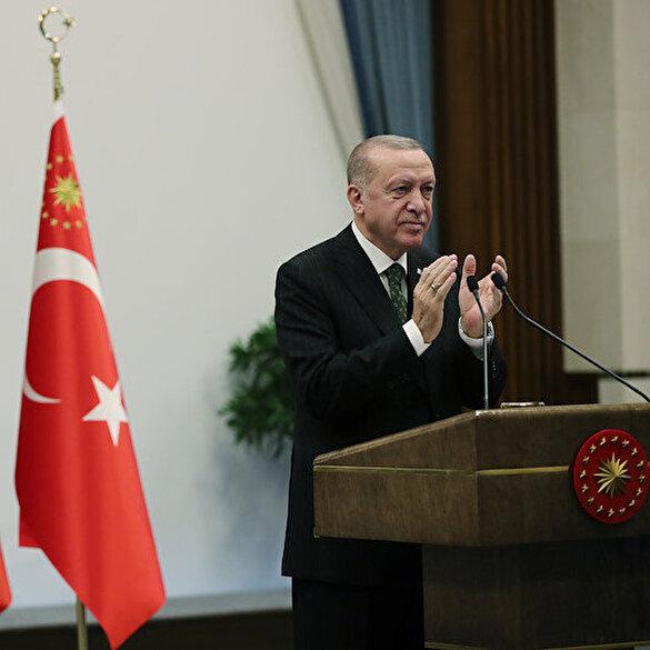 Cumhurbaşkanı Erdoğan hava savunma füzesi Hisar A+'nın, hedefi nokta atışıyla vurduğu görüntüleri izletti