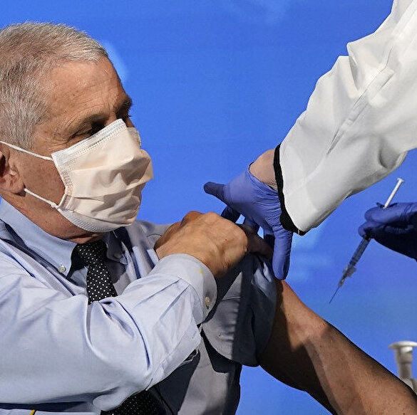 ABD Sağlık Bakanı Azar ve Dr. Fauci canlı yayında koronavirüs aşısı oldu