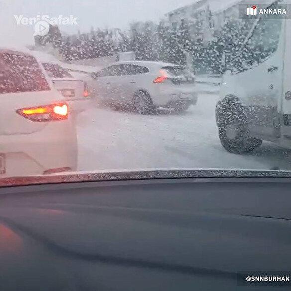 Ankara'da kar yağışının ilk gününde trafik kilitlendi