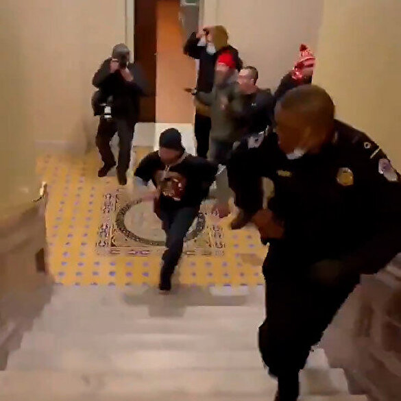 ABD kongresine girmeye çalışan Trump destekçilerini polis engelleyemedi: O anlar kameraya yansıdı